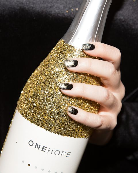 13 cool new years eve nail designs best nye nails 1 sophisticated and sparkly gold and black ombr mani prinsesfo Image collections