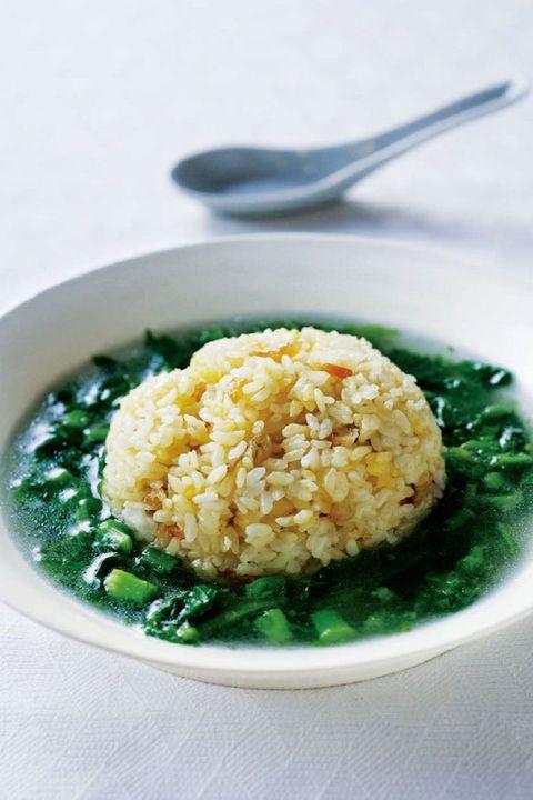 卵チャーハン 菜の花のスープかけ のレシピ・作り方|ELLE gourmet [エル・グルメ]