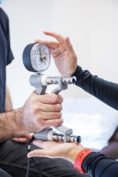 author tristram korten undergoes a grip test and avo2 max test aviv also does before andafter brain scans that reveal how the brain is aging and responding to the hbot treatment