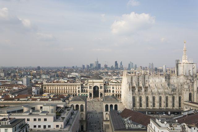 L'evoluzione dello skyline di Milano, in un libro che traccia la storia di una città in salita
