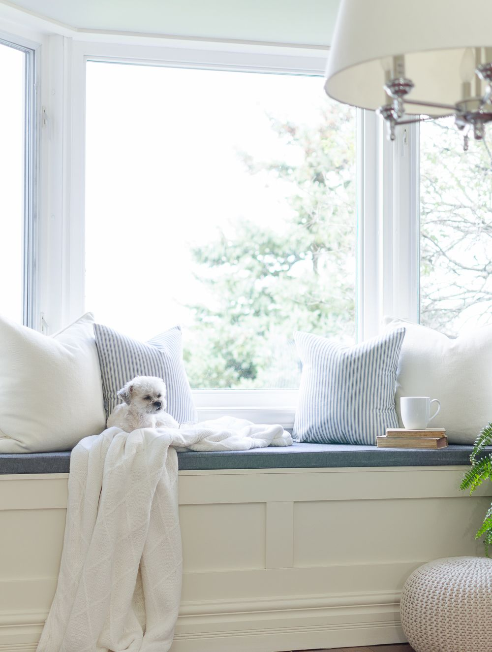 10 Cozy And Charming Window Seat Ideas