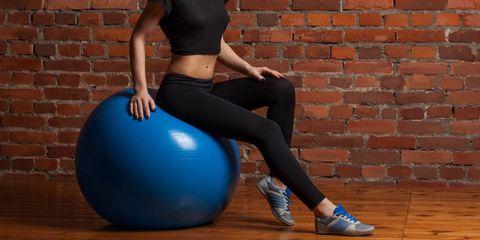 5 redenen waarom je echt regelmatig op een fitnessbal moet zitten