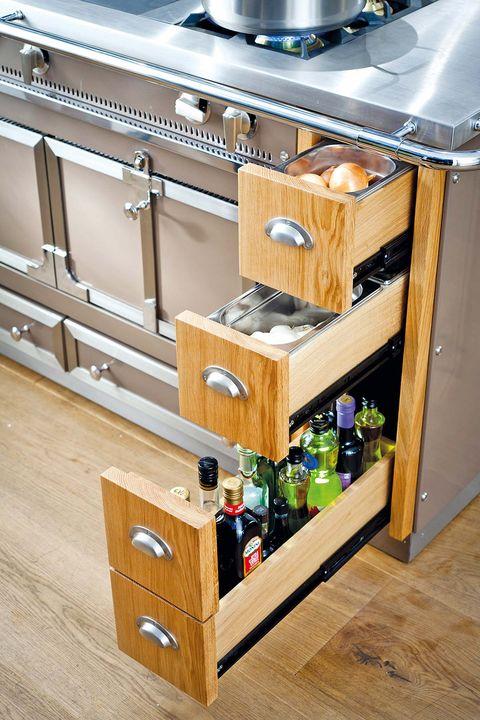 Wood, Hardwood, Wood stain, Plywood, Bottle, Wood flooring, Varnish, Silver, Cabinetry, Laminate flooring,