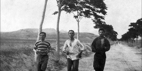 Men train for 1896 marathon in Greece