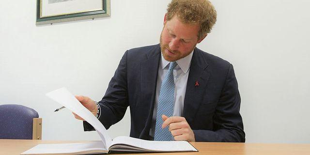 2021年6月に児童書『the bench』を出版した妻メーガン妃に続いて、ヘンリー王子も作家デビューを果たすことが明らかに。アメリカに本社を置く世界最大の出版社ペンギン・ランダムハウスから2022年に出版されるのは、ヘンリー王子が自らの半生について綴る「回顧録」。