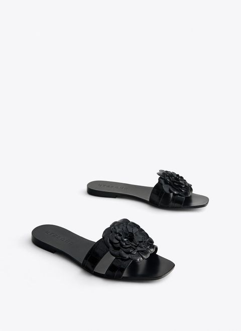minorista online ac49b c6535 Uterqüe tiene las sandalias planas perfectas para ir de boda ...