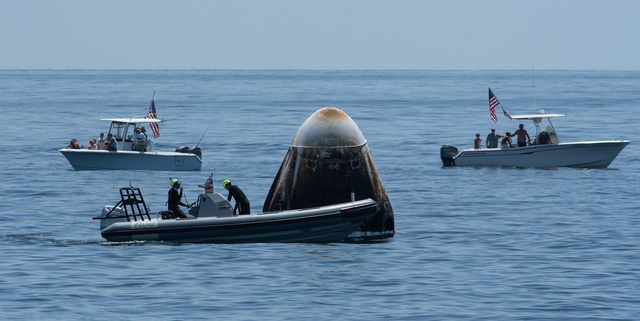 boaters invade spacex's splashdown zone