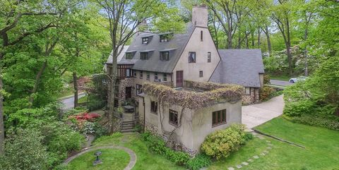 Property, Estate, House, Natural landscape, Cottage, Building, Real estate, Home, Architecture, Mansion,