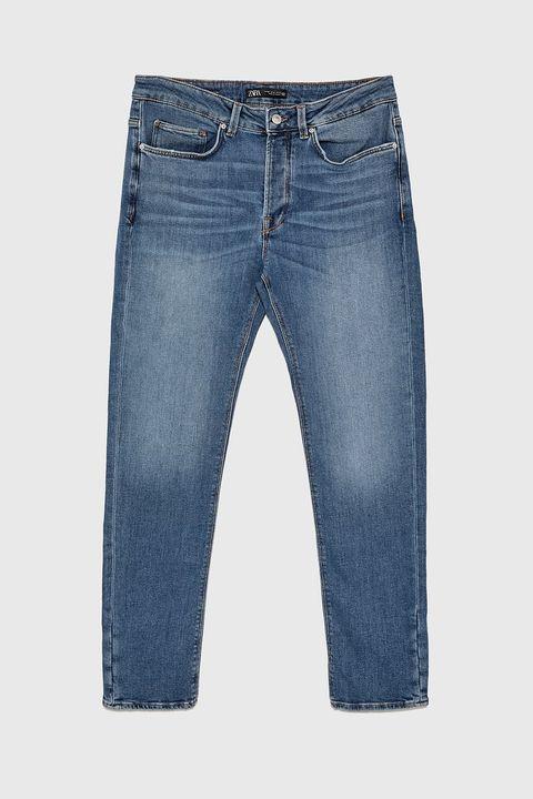 Pantalón modelo Denim Slim de Zara (25,99 euros).