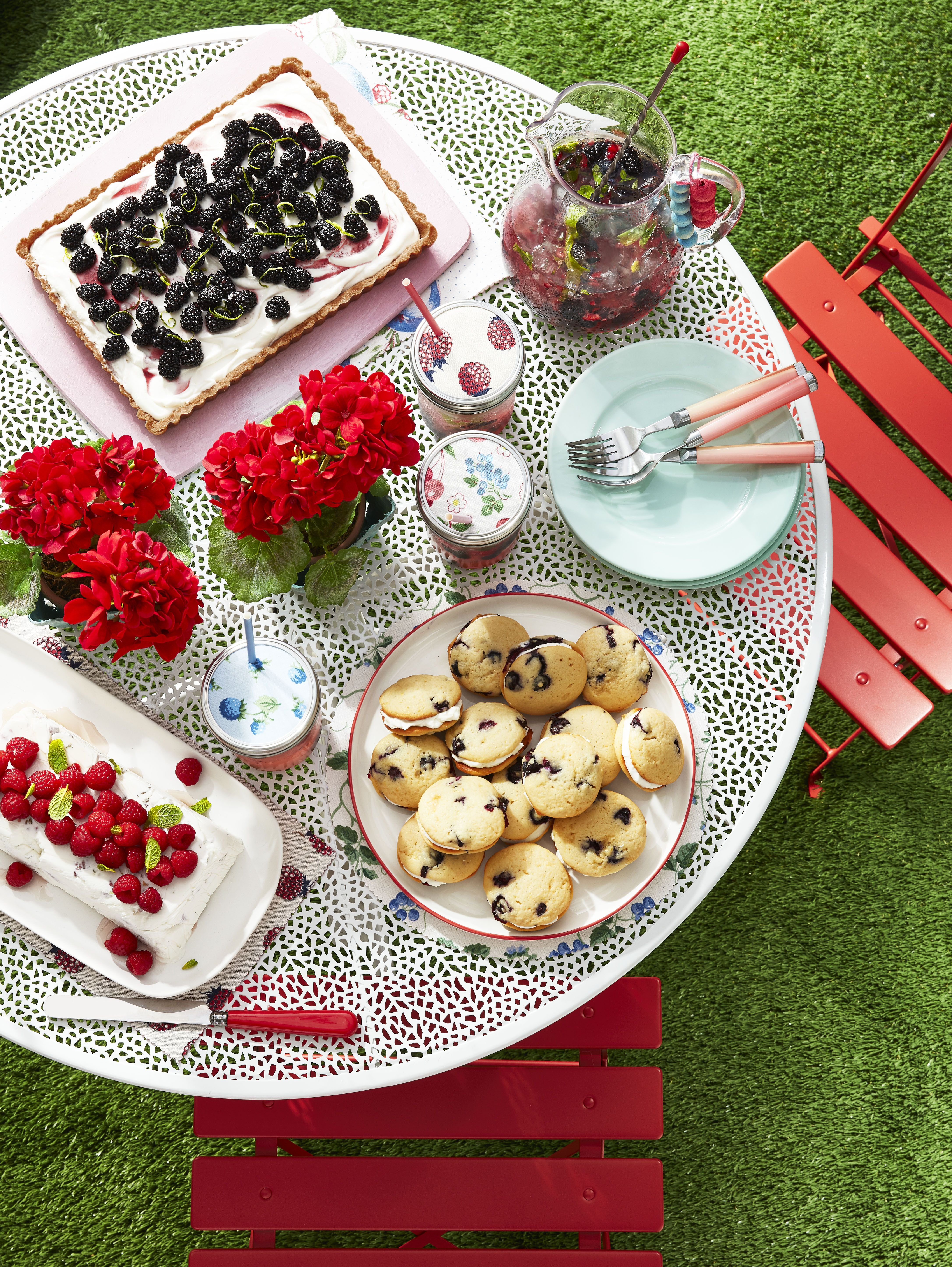 50Th Birthday Decorations Ideas For Her from hips.hearstapps.com