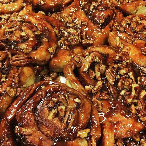 Cuisine, Food, Dish, Sticky bun, Ingredient, Produce, American food, Cinnamon roll, Breakfast, Meal,