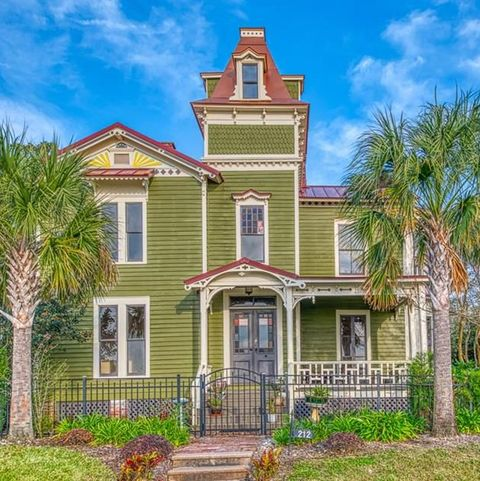 Checking Out Pippi Longstocking From >> Pippi Longstocking S Home Is On The Market In Florida For 750k