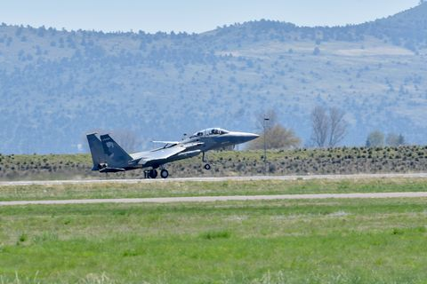 a us air force f 15c eagle from the 173rd fighter wing, oregon air national guard, lands on the runway following a training mission at kingsley field in klamath falls, oregon april 25, 2019  the 173rd fw is home to the sole f 15c training base for the united states air force us air national guard photo by senior master sgt jennifer shirar