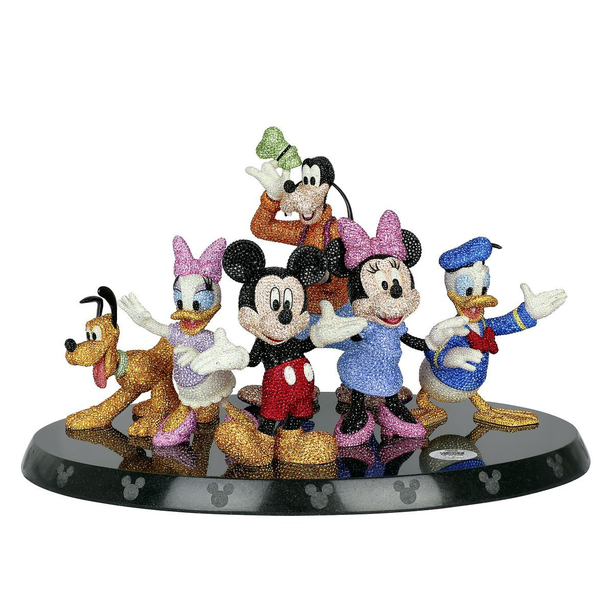朴信惠最愛的迪士尼人物是?施華洛世奇「米奇90週年」限定首飾、鑰匙圈... 還有閃亮亮手機殼!
