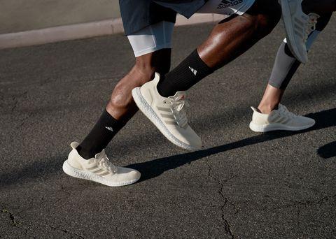 Human leg, Footwear, Shoe, Calf, Leg, Ankle, Joint, Knee, Sportswear, Recreation,