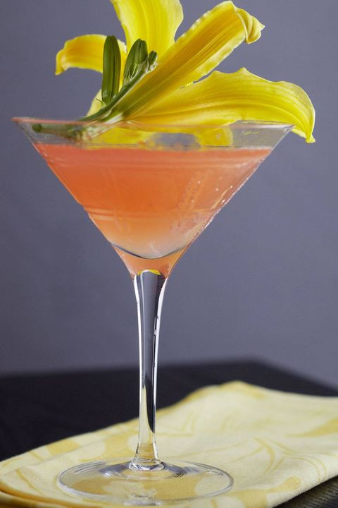 Cocktail garnish, Drink, Non-alcoholic beverage, Alcoholic beverage, Martini glass, Food, Classic cocktail, Bronx, Daiquiri, Cocktail,