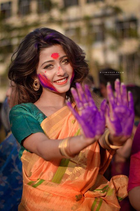 這個印度女孩一晚上成全球熱搜的名字!橄欖綠的雙瞳、美麗的微笑⋯⋯ 但網民發現了她的真實身份!