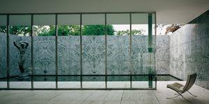 El pabellón Mies van de Rohe: escultura y silla Barcelona