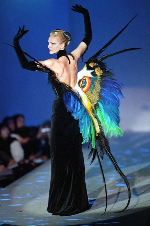 Dancer, Dance, Performing arts, Fashion, Performance, Event, Performance art, Feather, Choreography, Dress,