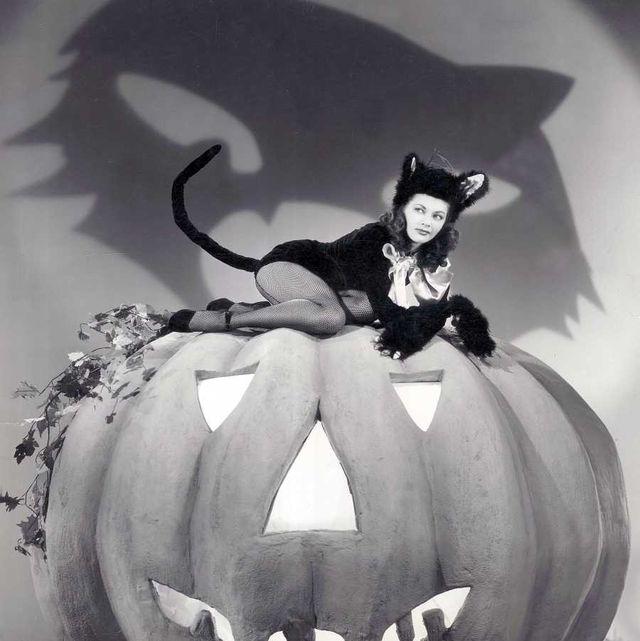 Pumpkin, Calabaza, Black-and-white, Winter squash, Monochrome photography, Jack-o'-lantern, Plant, Monochrome, Photography, Fictional character,