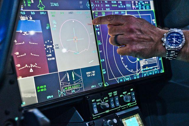 f 35 cockpit