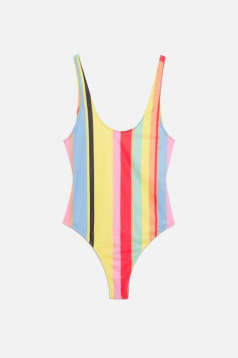 f6594c3618 Este bañador de Zara (de 20 euros) ya tiene lista de espera y es ...