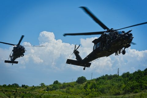 Helicopter, Helicopter rotor, Rotorcraft, Military helicopter, Aircraft, Vehicle, Aviation, Air force, Military aircraft, Black hawk,