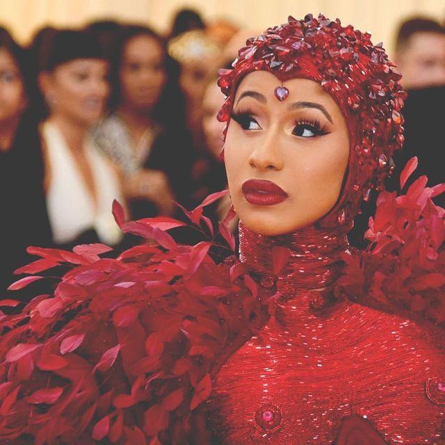Face, Red, Lip, Beauty, Fashion, Headgear, Event, Headpiece, Jheri curl,