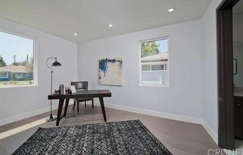 Wood, Floor, Room, Interior design, Flooring, Property, Wall, Ceiling, Real estate, Home,