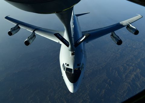 28th EARS refuels E-8 Joint STARS