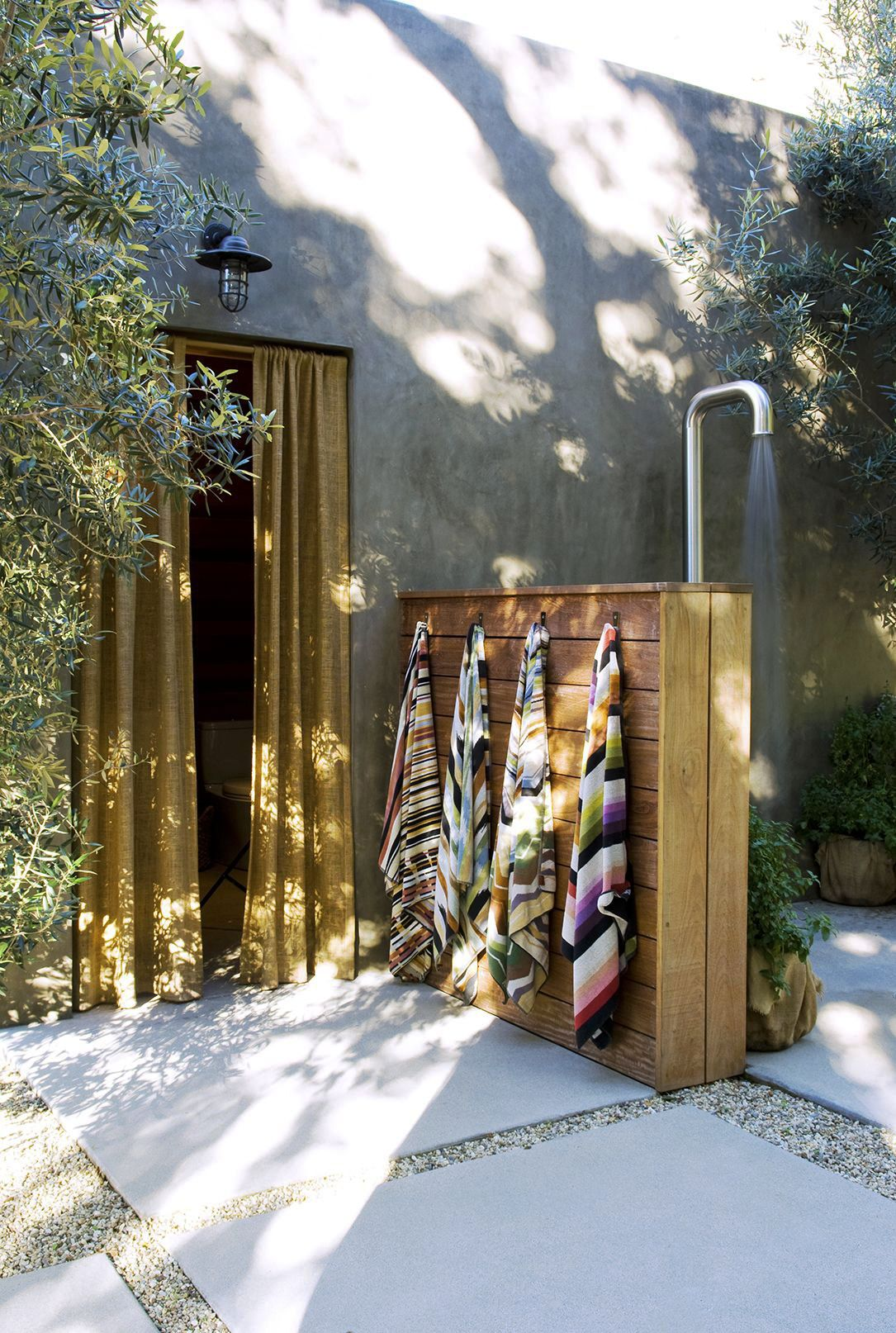 These 18 Outdoor Showers Are Beyond Breathtaking