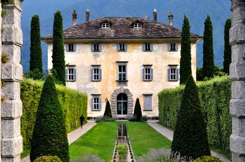 Building, Estate, Property, House, Mansion, Château, Tree, Stately home, Architecture, Manor house,