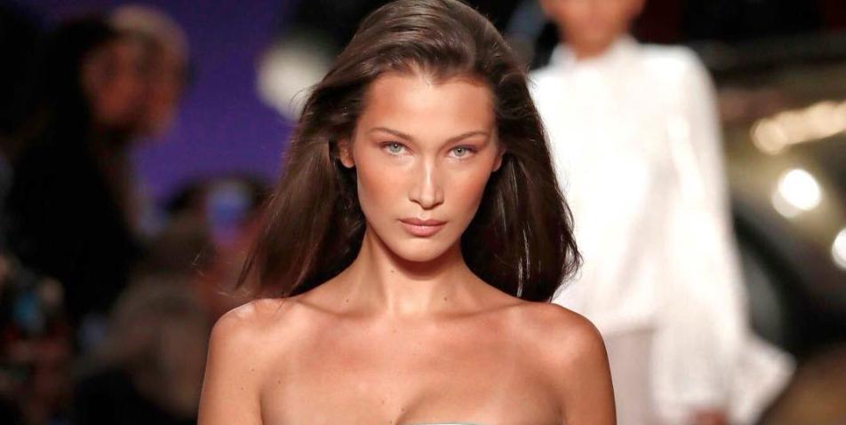 bella-hadid-nude-bodysuit-newyork-fashion-week