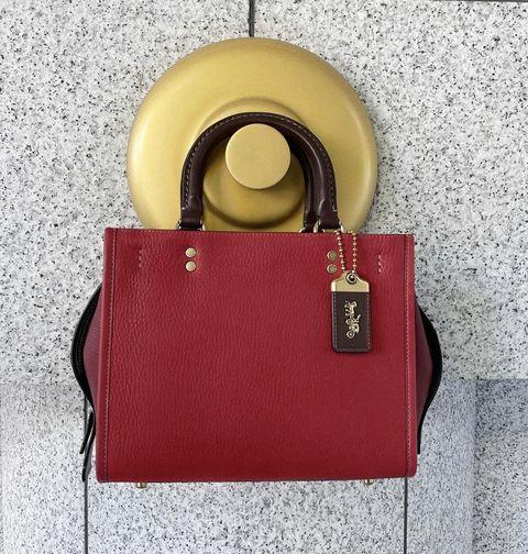 coach 紅色的rogue包包