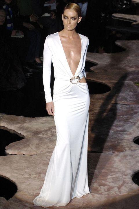 Fashion model, Clothing, Gown, Dress, Fashion, Haute couture, Shoulder, Neck, Wedding dress, Formal wear,