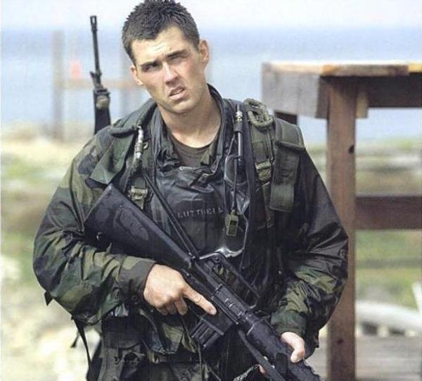 《捍衛任務3》裡「為狗報仇」的基努李維,原來真有其人!「殺神」的原型是這位前海豹部隊特種兵!
