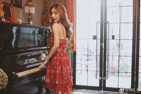 Red, Dress, Fashion, Room, Formal wear, Photo shoot, Pianist, Photography, Electronic device, Long hair,