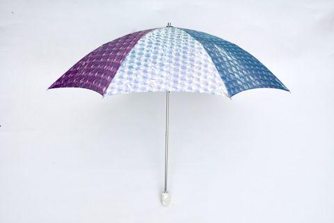 紫色、白色、藍色的泡泡紙雨傘