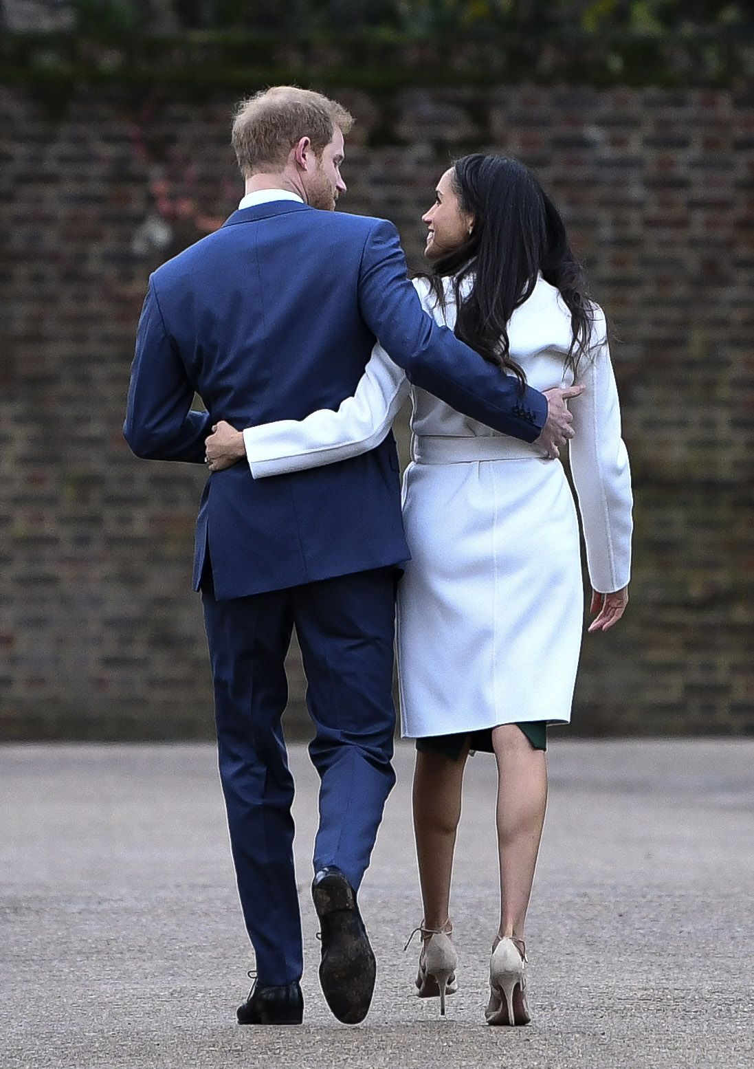 Body Language Experts Analyze Prince Harry and Meghan