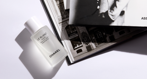 White, Product, Beauty, Text, Black-and-white, Material property, Room, Brand, Photography, Cosmetics,