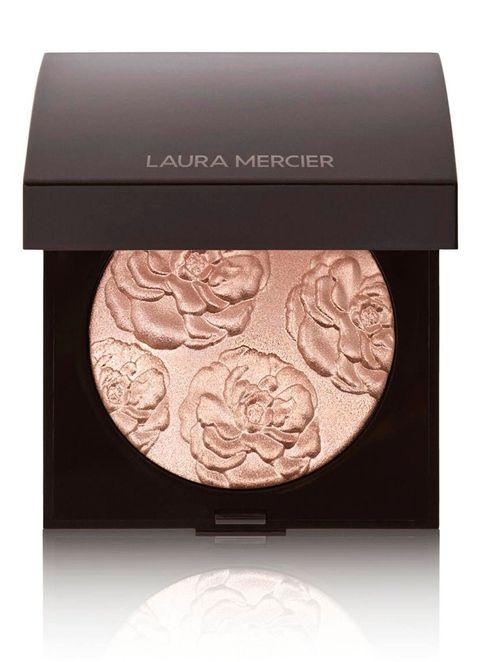 6 beauty essentials voor meer glow   laura mercier highlighter
