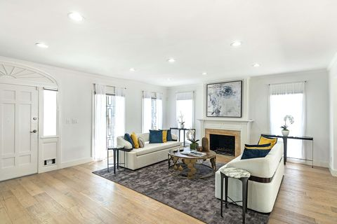 Wood, Floor, Flooring, Room, Interior design, Property, Hardwood, Laminate flooring, Wood flooring, Ceiling,