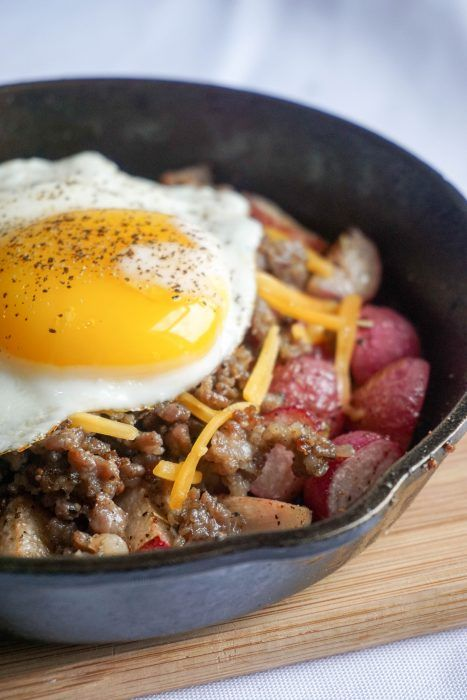 Dish, Food, Cuisine, Ingredient, Fried egg, Meat, Produce, Poached egg, Labskaus, Breakfast,