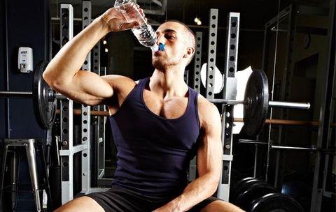 水を飲まないとどうなる,水をあまり飲まない人,水を飲まない 健康,