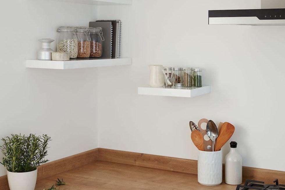 B&Q shelves photo
