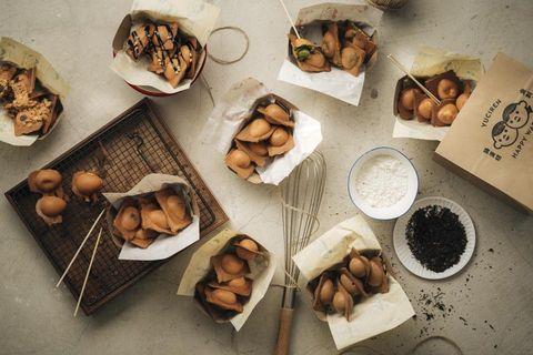 魚刺人雞蛋糕推出Q彈麻糬芝麻及蛋黃流沙口味雞蛋糕
