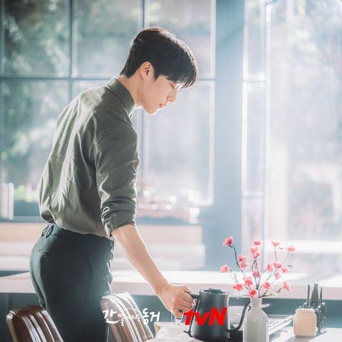 韓劇《我的室友是九尾狐》張基龍側身劇照超勾人,精壯身材運動菜單公開