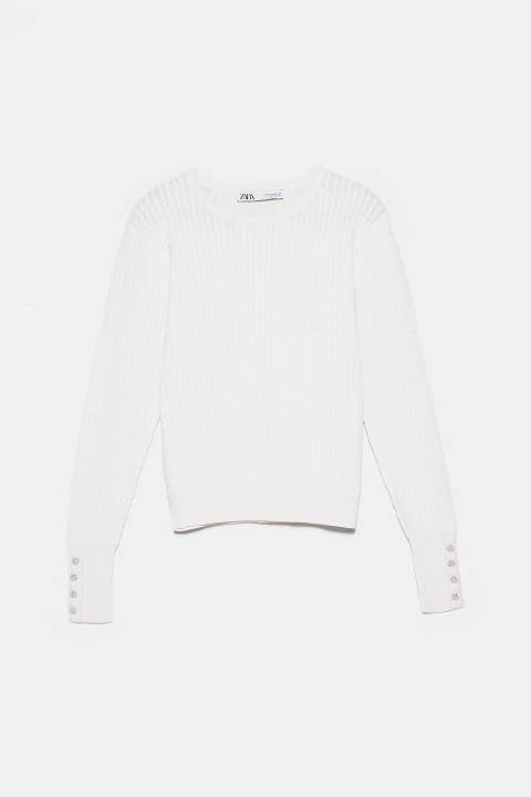 White, Clothing, Sleeve, Long-sleeved t-shirt, Outerwear, T-shirt, Sweater, Top, Jersey, Neck,