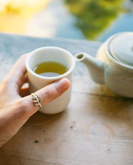 Cup, Cup, Hand, Coffee cup, Tableware, Drink, Tea, Teacup, Finger, Table,