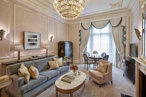 Property, Room, Interior design, Living room, Furniture, Building, Ceiling, Real estate, House, Estate,